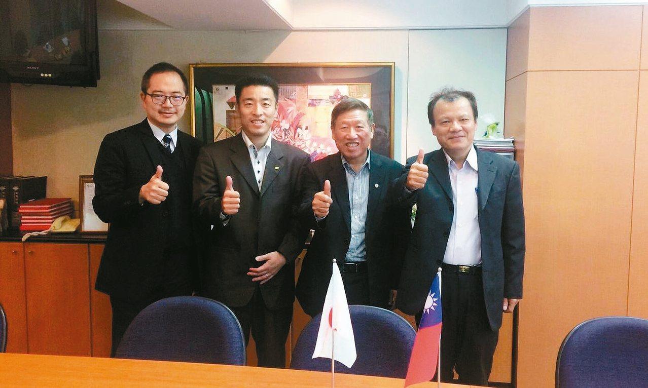 吉世科公司總經理丹野亮介(左二)與出席貴賓合影。 圖/產紡協會提供