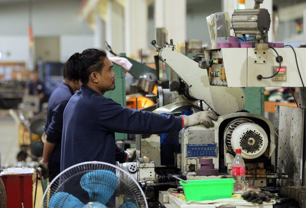 台南三隆齒輪的產品被譽為「台灣之光」,員工也是重要資產。記者劉學聖/攝影