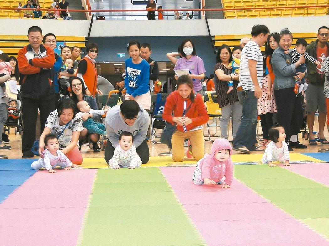 專家提醒,兒童在4到5歲時是眼球發展「追視」的重要階段,錯過黃金期,未來將影響手...