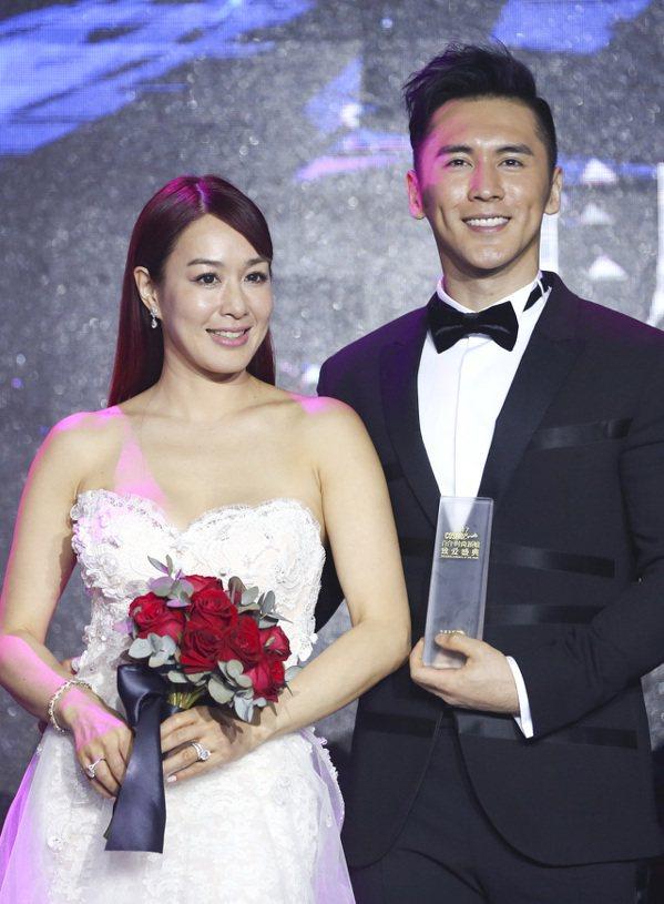 張倫碩、鍾麗緹夫婦獲年度幸福偶像大獎。 中新社