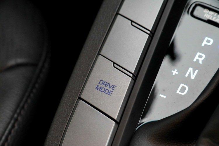 駕駛模式可在「Normal(一般)」、「Sport(運動)」及「節能(Eco)」間切換。 記者史榮恩/攝影