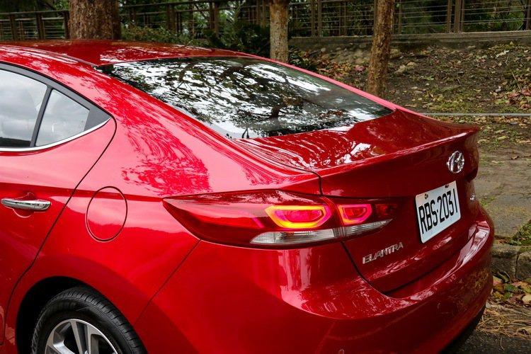 在類掀背設計的車尾襯托下,SUPER ELANTRA顯得更具活力。 記者史榮恩/攝影