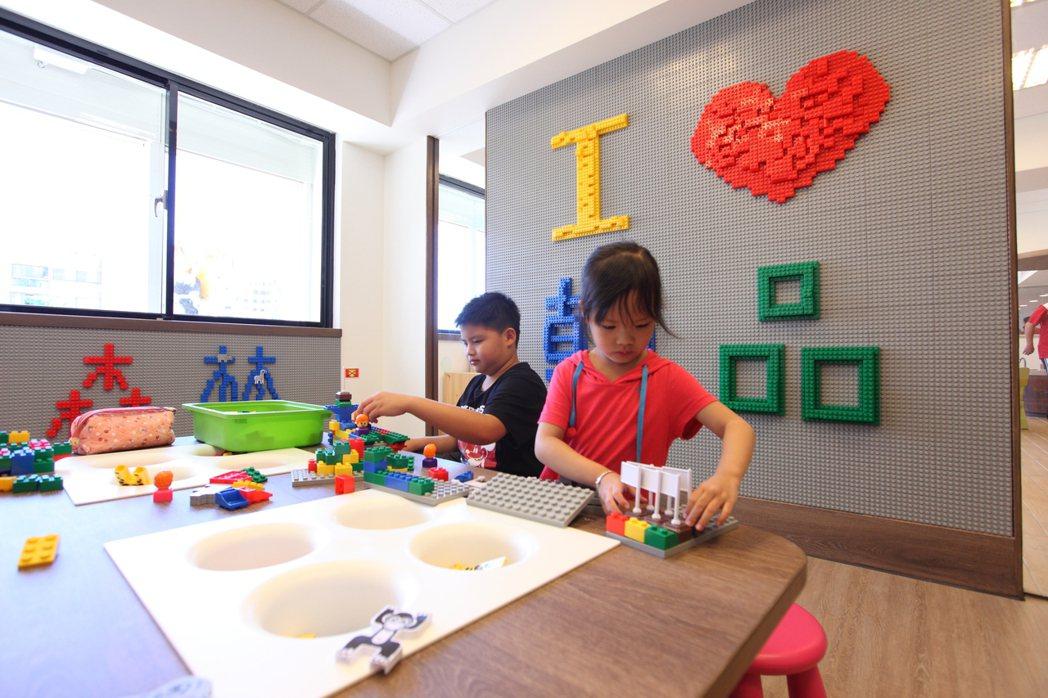 翰品酒店花蓮內有佔地150坪的「歡樂森林」遊戲室,讓小朋友放肆地發揮創意及玩耍。...