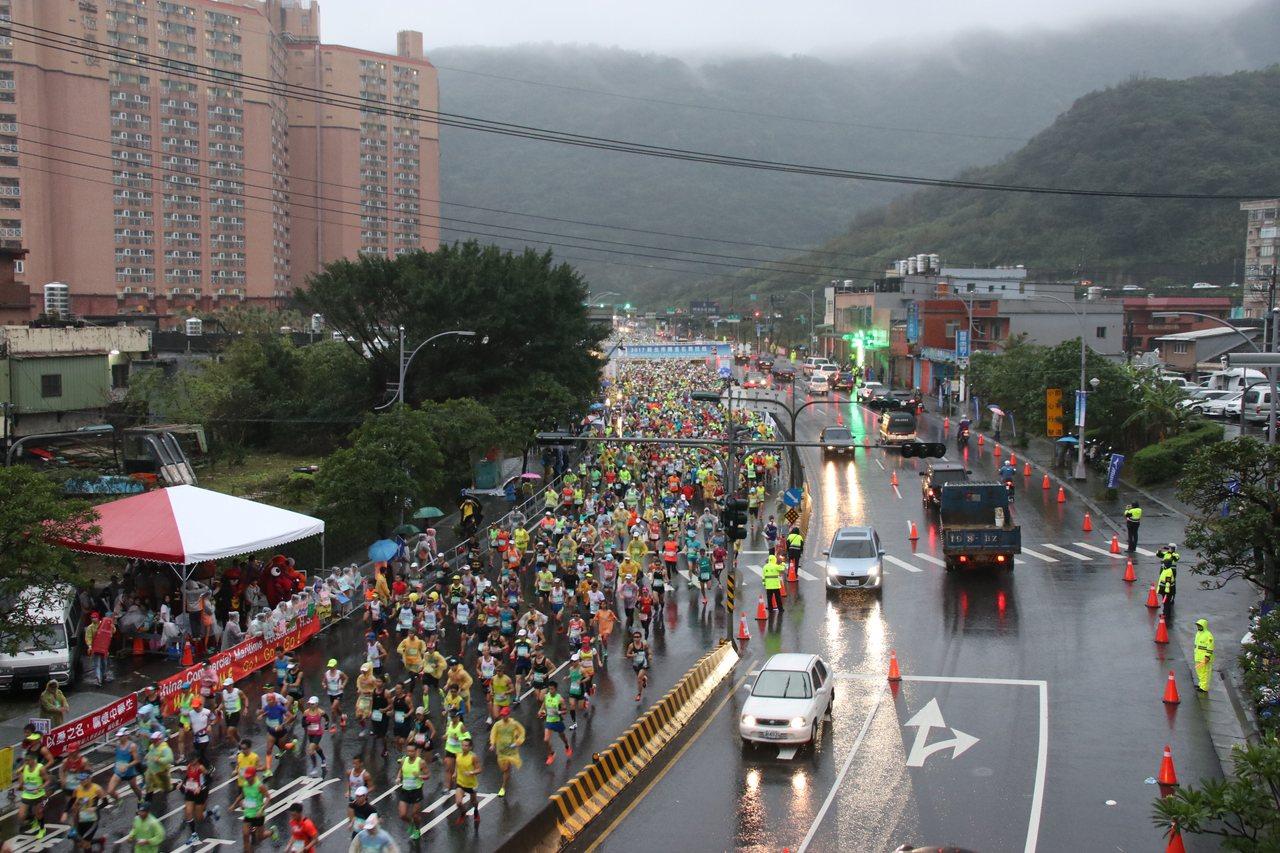 上萬人同時起跑。記者曾健祐/攝影