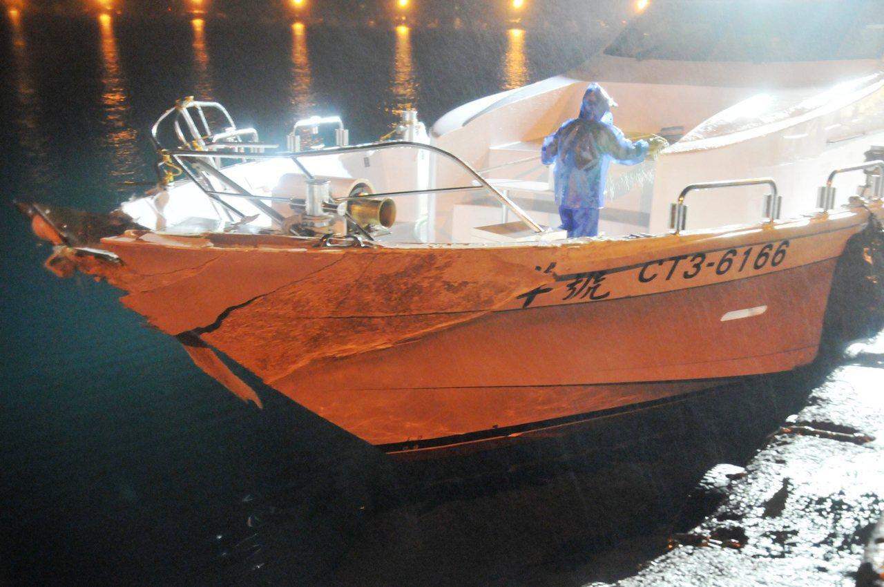 才下水3個月的北洋號,與光六艦發生碰撞,船頭受損嚴重。聯合報系記者游明煌/攝影
