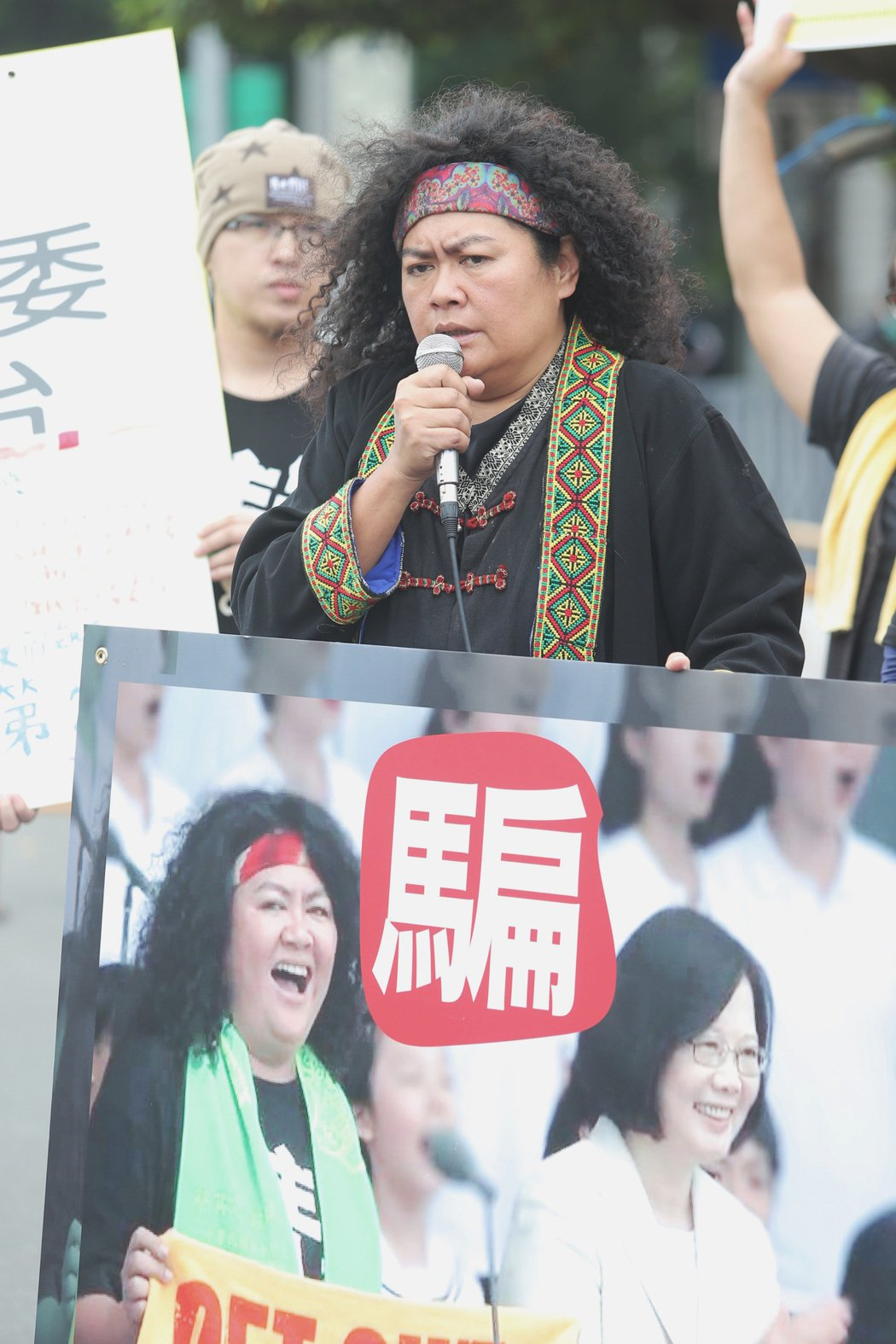 曾在蔡英文總統就職典禮演出的原民歌手巴奈(圖),下午出席凱道上原民團體抗議的記者...