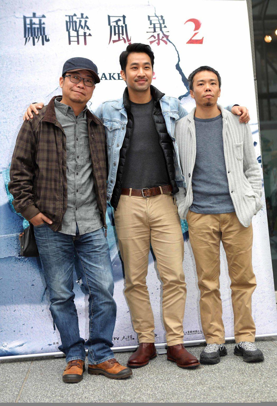 「麻醉風暴2」導演洪伯豪(左起)、演員黃健瑋、導演蕭力修,分享赴約旦拍攝經驗。圖