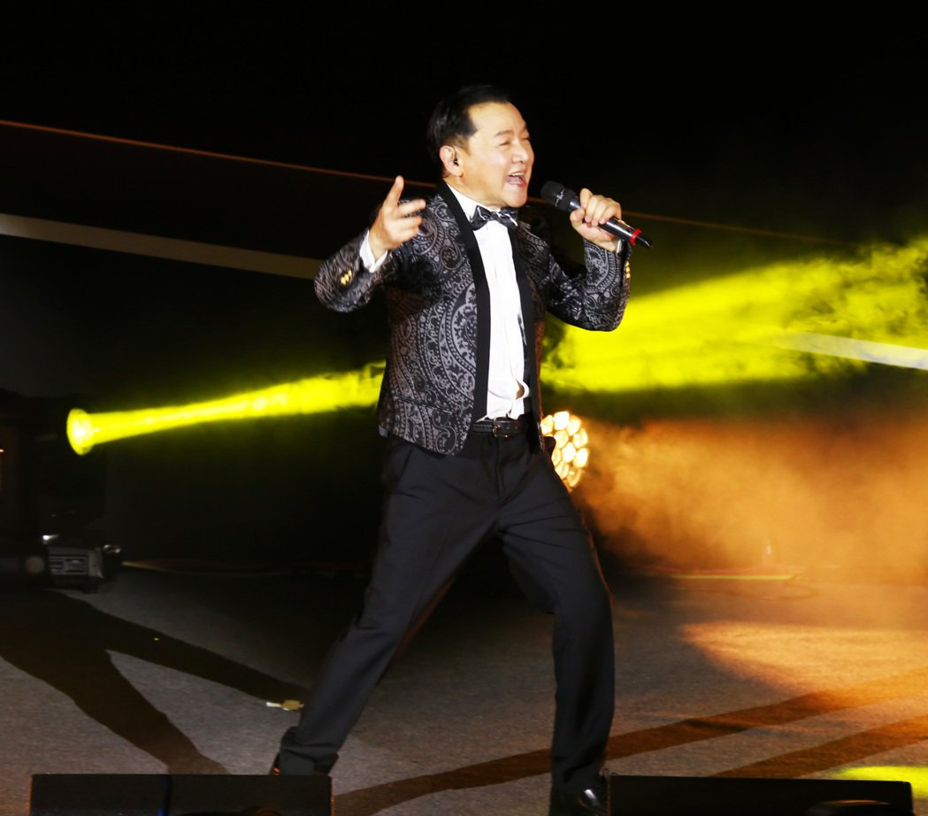 葉啟田一連兩天在台北國際會議中心開唱,又唱又跳。圖/順大傳播提供