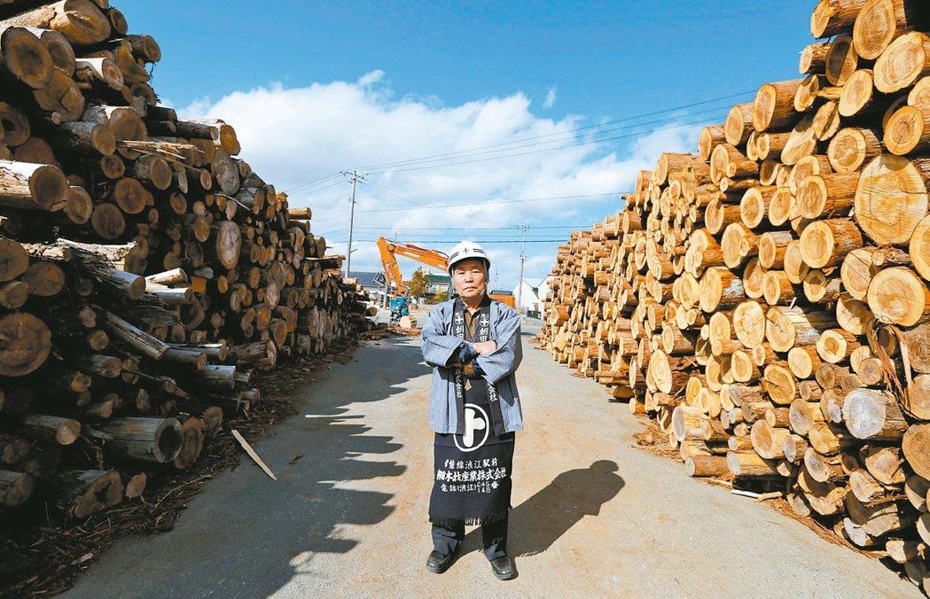 福島浪江町的淺田回鄉開設木材工廠。「如果我不回來,這個城鎮就要消失了。」 路透
