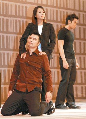 舞台劇《慾可慾,非常慾》,由蔡詩萍(左起)、六月、張孝全擔綱演出 。 圖/本報資...
