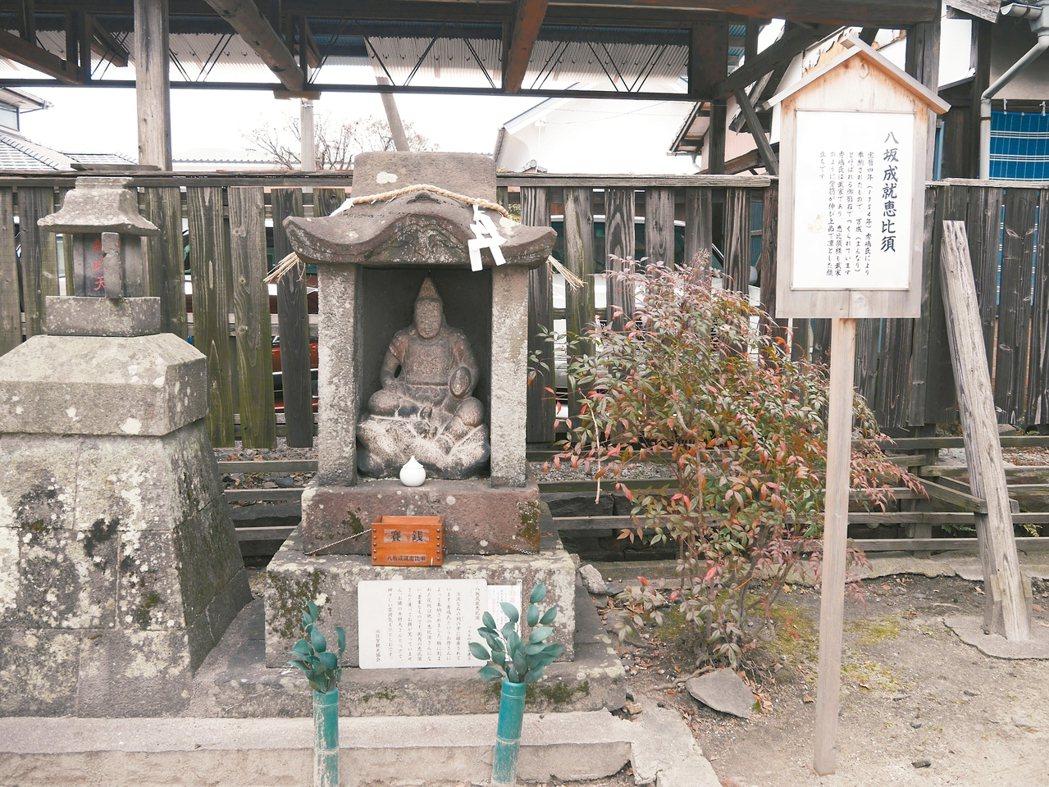 八坂神社內的「惠比須」神像,求的是功成名就。 圖/蘇曉音