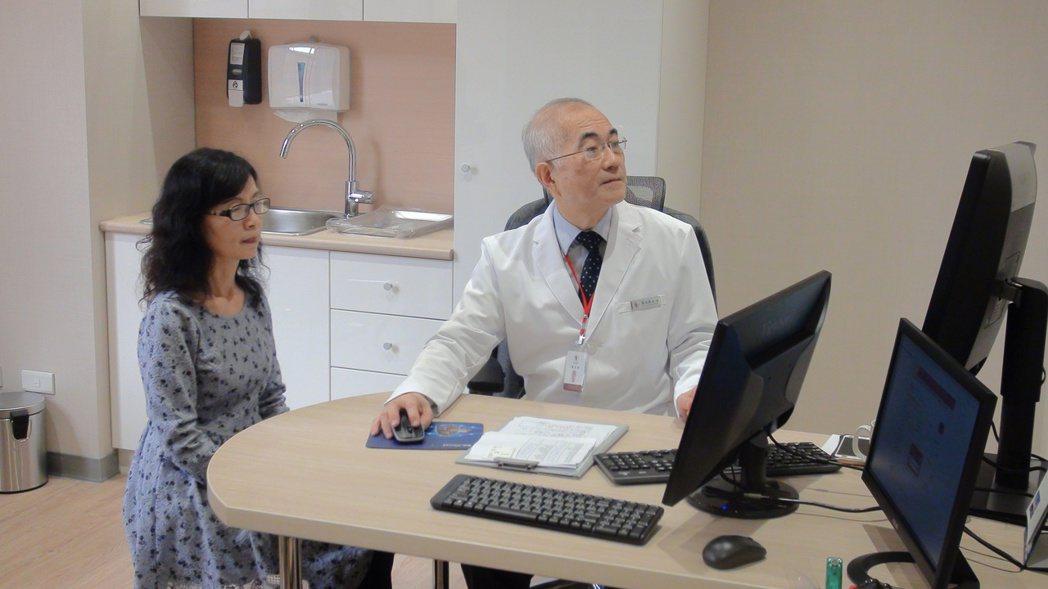 內分泌、骨鬆權威教授蔡克嵩(右)。記者李樹人/攝影