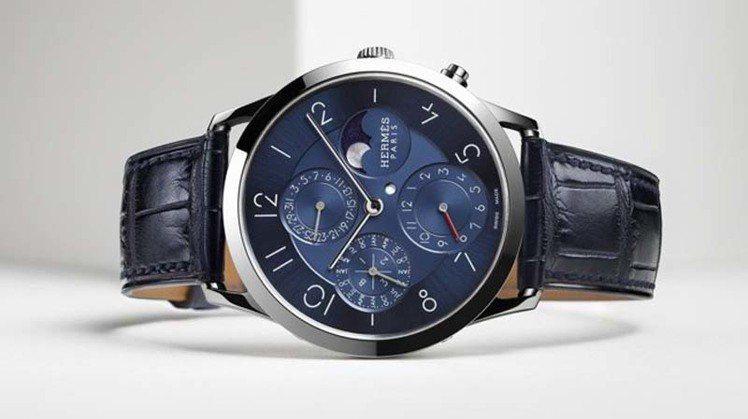 愛馬仕Slim d'Hermès 系列鉑金萬年曆腕表,150萬2,300元。圖...