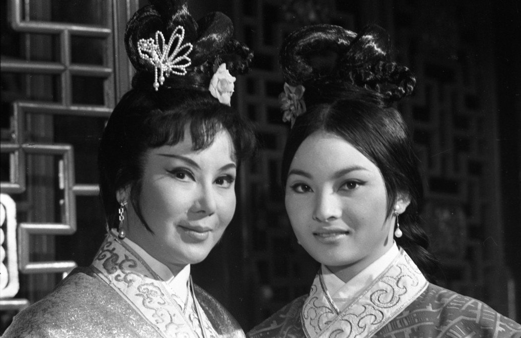 女星李麗華(左)曾與胡金蘭(右)拍攝「金葉子」。圖/本報資料照