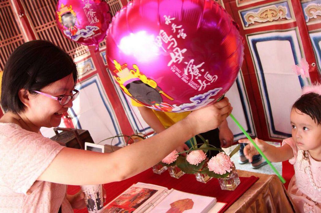 台中梧棲永天宮媽祖氣球最受民眾喜愛。 圖/王志誠提供