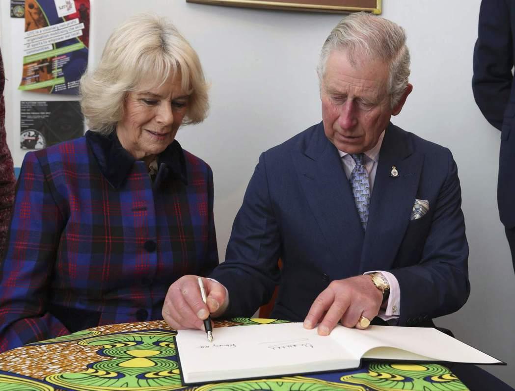 英女王一旦駕崩,王儲查理(右)會於翌日宣布承繼王位,他的妻子卡蜜拉(左)則會獲封...