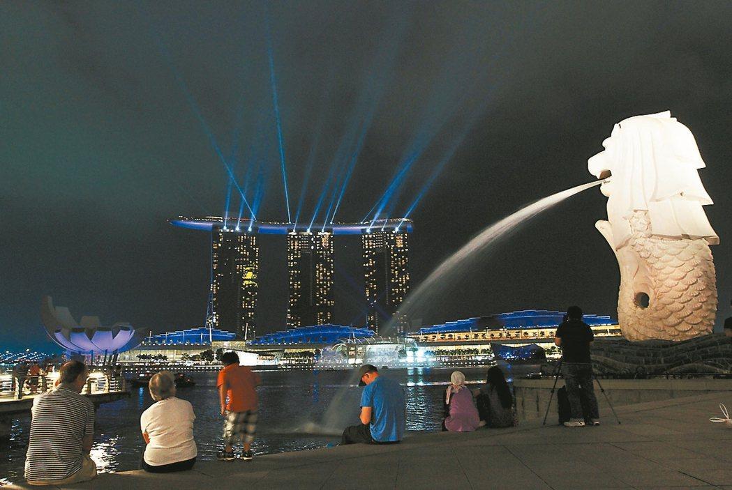 民調顯示,台灣民眾最喜歡的國家是新加坡;圖新加坡魚尾獅公園。 報系資料照
