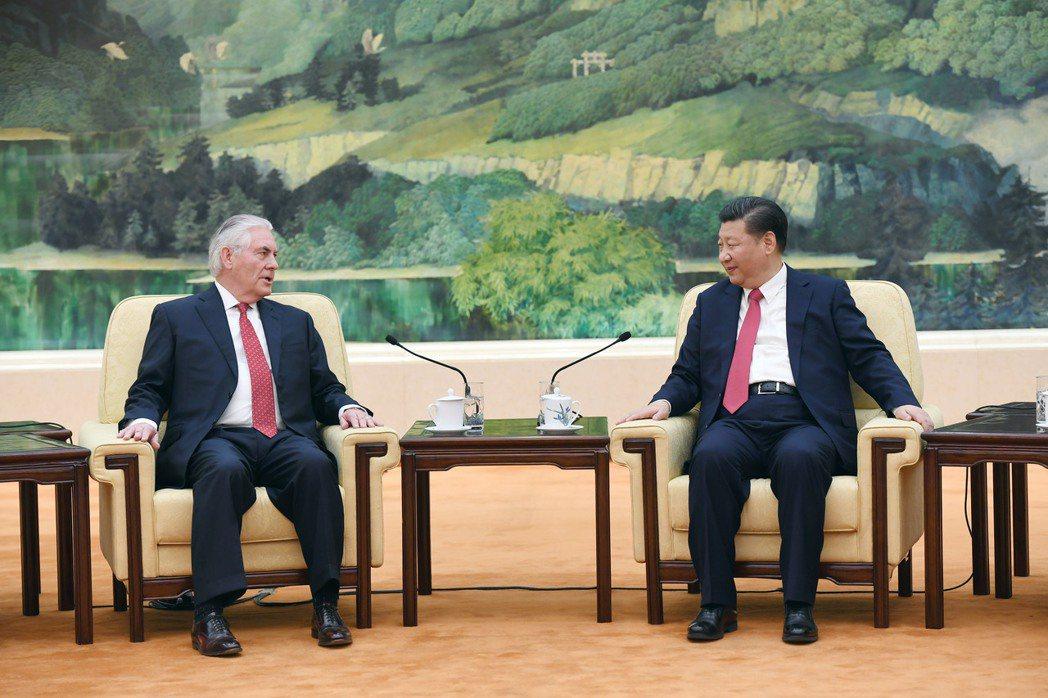 大陸國家主席習近平19日在北京人民大會堂會見美國國務卿提勒森。(中新社) 中新社