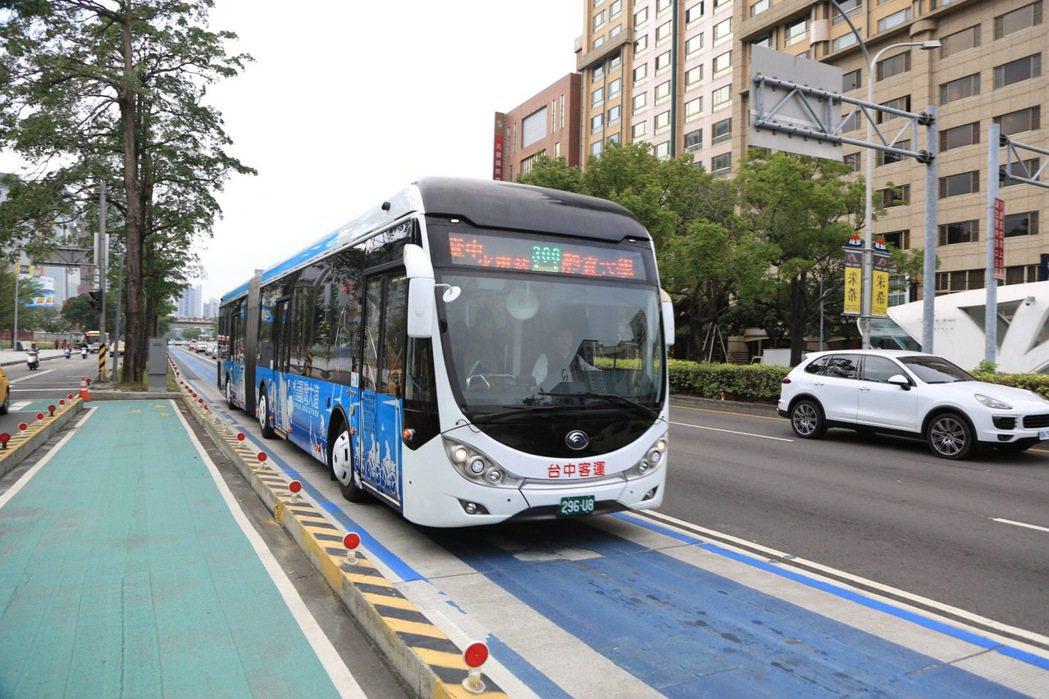 台中市BRT藍線改為優化公車專用道。圖/本報資料照片