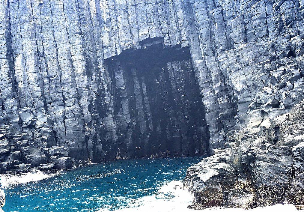 澎湖西吉嶼海蝕地形「藍洞」。 圖/聯合報系資料照片