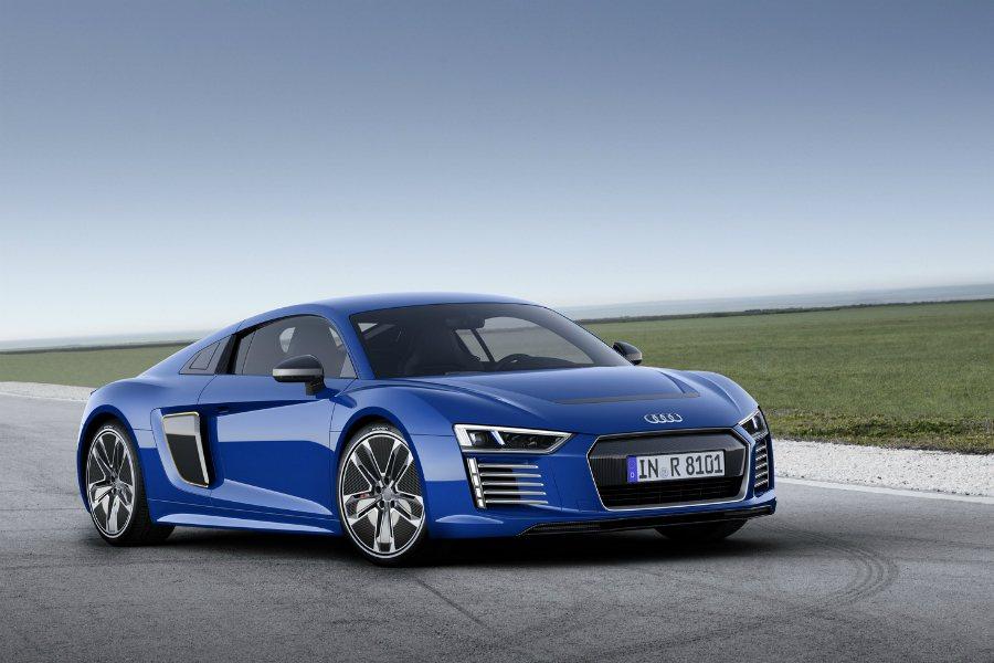 至 2020 年時,Audi將會推出三款純電動車型,其中一輛將是 BMW i8 最直接的競爭對手!圖為 Audi R8 e-tron。 摘自 Audi
