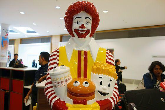 澳洲的麥當勞叔叔有翹睫毛。圖/擷自livedoor news