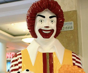 科威特麥當勞叔叔的眉毛相當粗。圖/擷自livedoor news