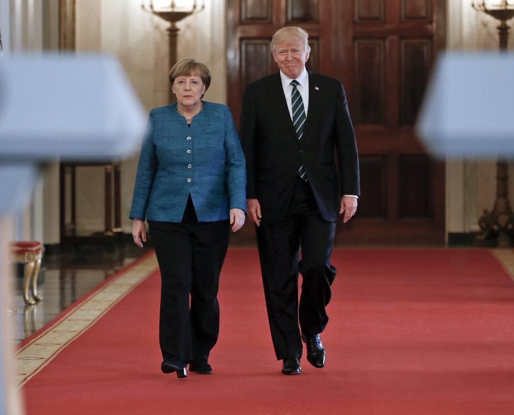 德國總理梅克爾(左)17日訪問白宮會見美國總統川普(右),梅克爾行前曾詳閱川普1...