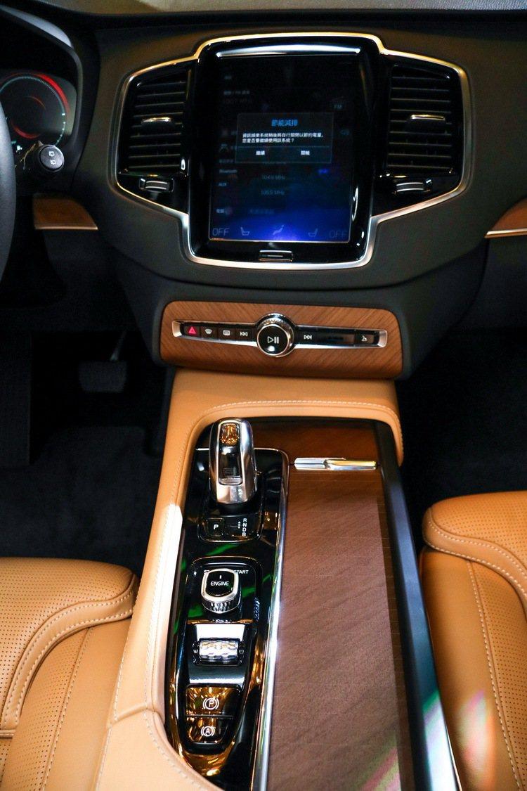 Volvo XC90 T8 Inscription內裝。 記者史榮恩/攝影