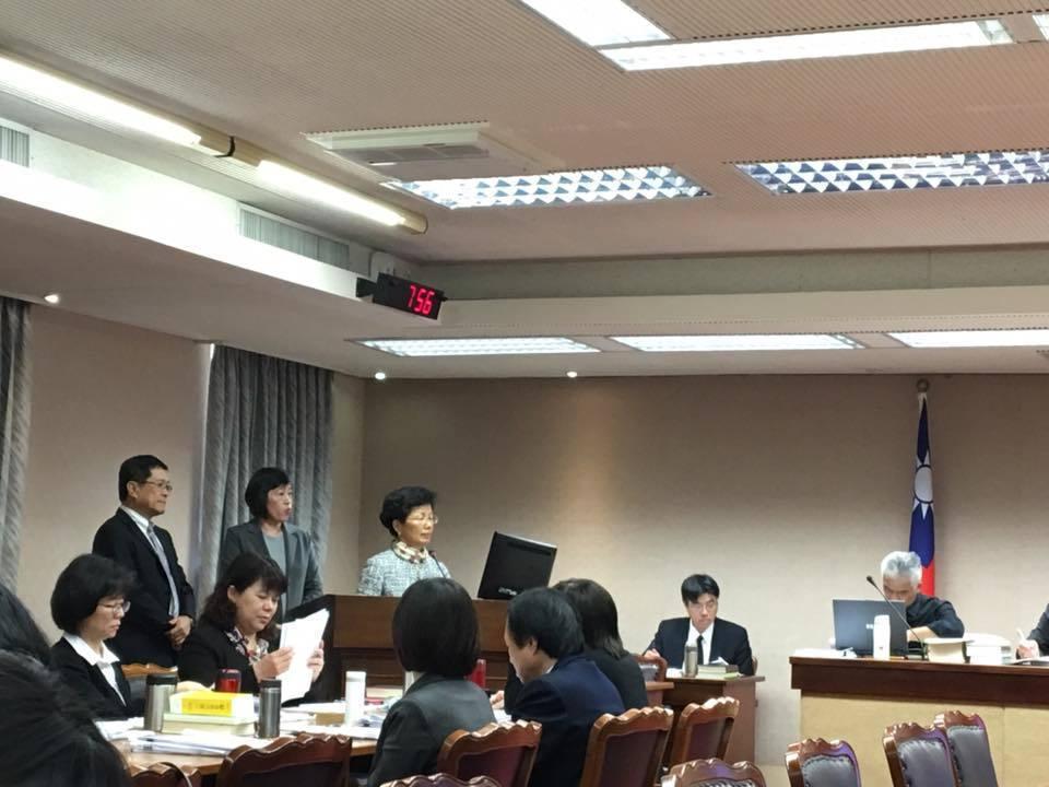陸委會主委張小月今天受邀至立院內政委員會就「兩岸經貿未來發展」專案報告。記者周佑...