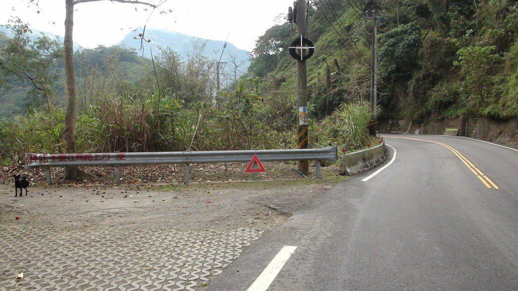 阿里山公路沿途還有不少公廁,路邊尿尿曾傳出跌落山谷。記者謝恩得/攝影