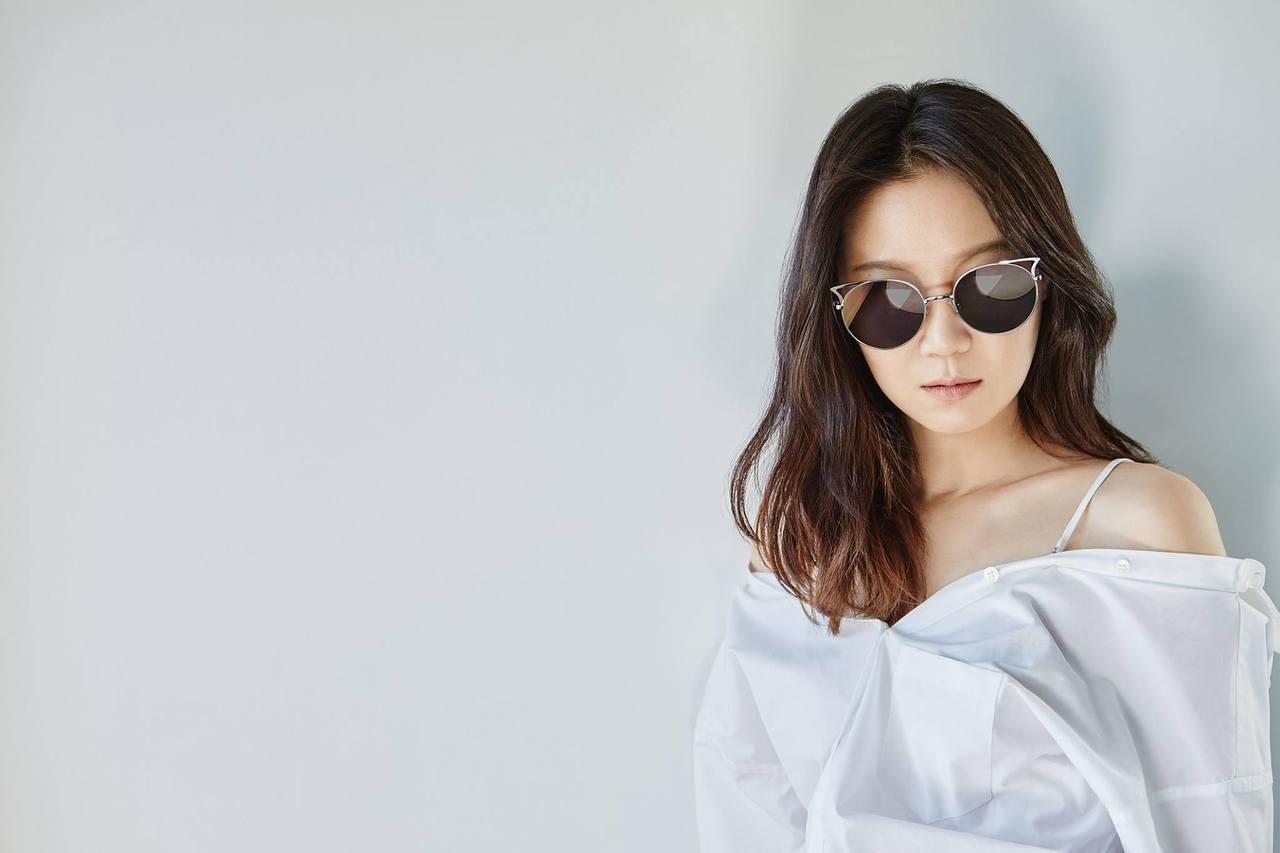 孔曉振詮釋Stephane Christian眼鏡2017春夏形象廣告。圖/摘自...