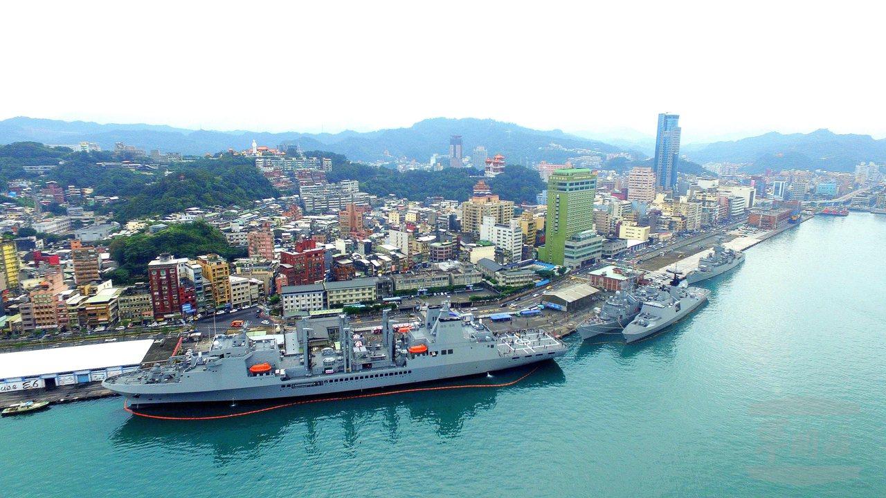國造磐石艦已是國艦主力抽彈補給艦之一。圖/軍聞社提供