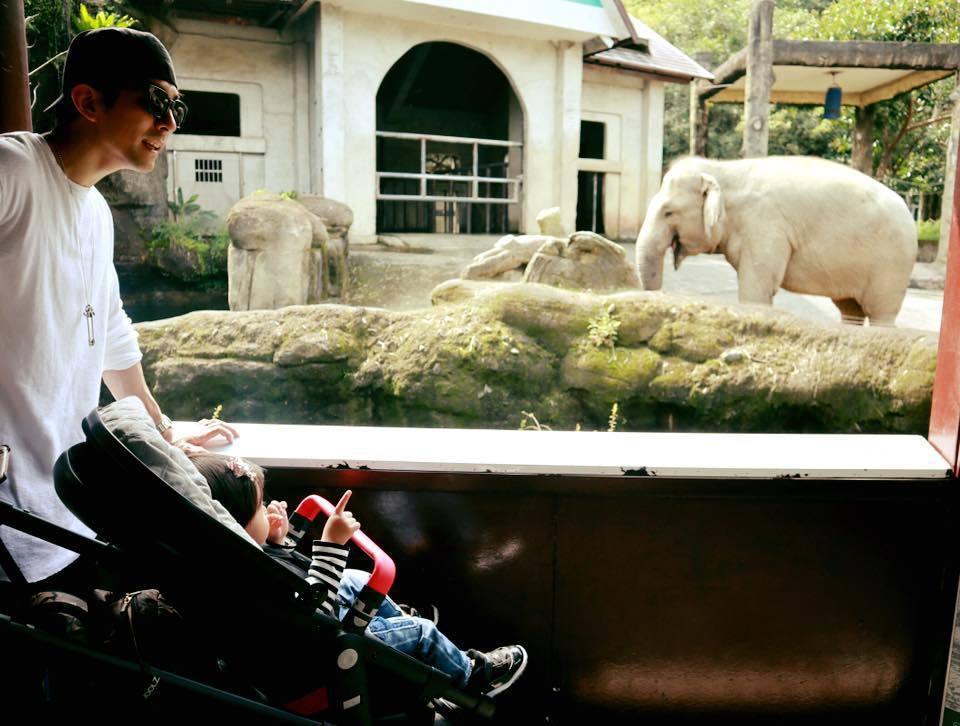 修杰楷帶咘咘到動物園父女約會。圖/摘自臉書