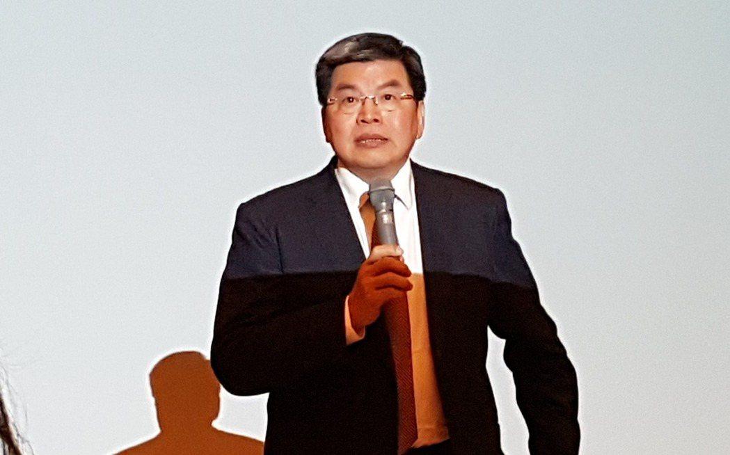 國泰金控今天(20日)舉行法說會,由金控總經理李長庚主持。 記者孫中英/攝影。