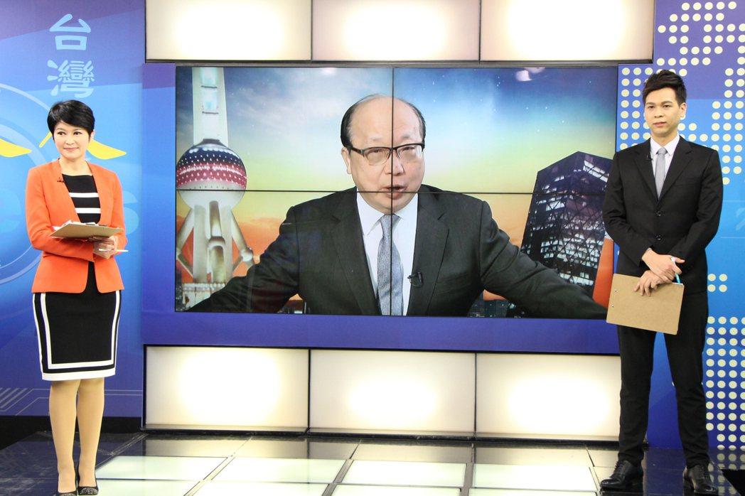 國民黨副主席胡志強和盧秀芳、張以仁連線。圖/中視提供