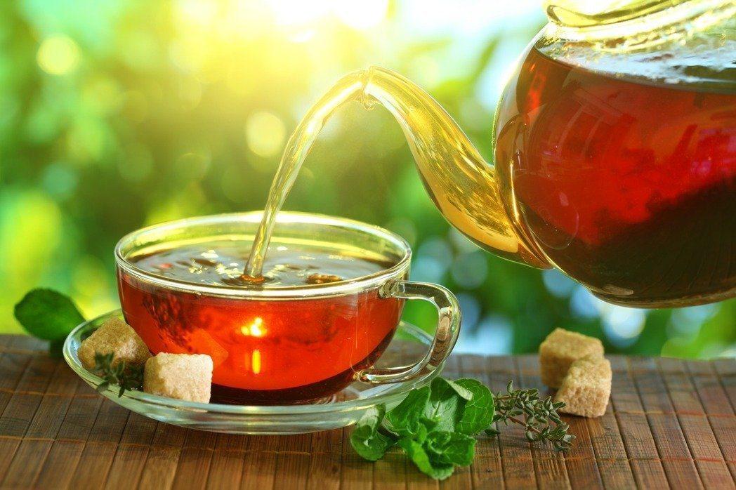 不少科學實證發現,喝茶可抗老化、防失智、提升免疫力及預防癌症。圖/shutter...