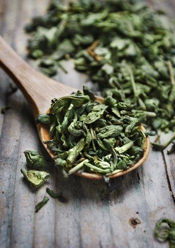 茶所含的單寧酸雖有抗氧化作用,但醫師提醒,單寧酸攝取過多會造成胃黏膜刺激,喝茶非...