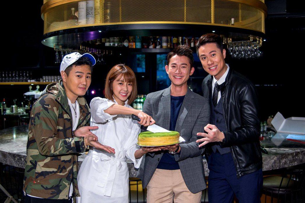 劉書宏(右起)、吳慷仁、邵雨薇、綠茶為「極品絕配」切蛋糕慶功。圖/三立提供