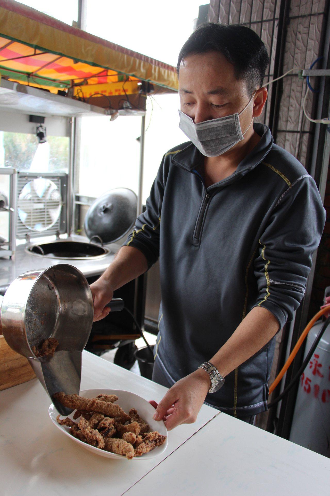 陳睿恩因一場擺攤經驗,看見成功小鎮的料理契機,開創了鬼頭刀料理店。記者李蕙君/攝...