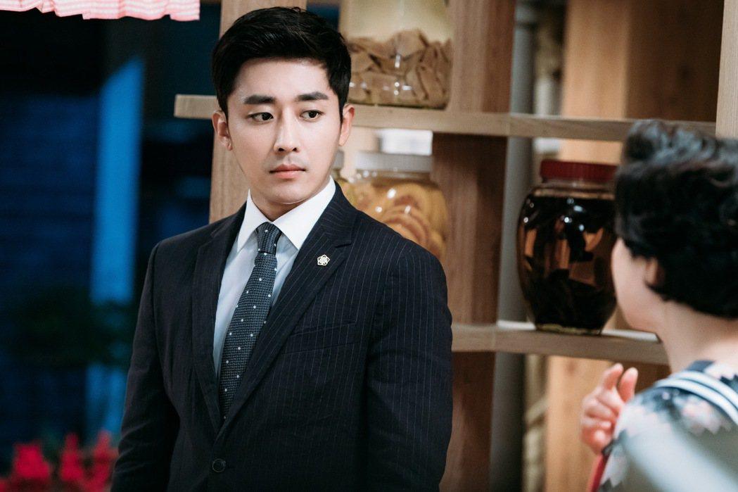 孫浩俊飾演律師,首次在戲中演出談愛戲坦言很尷尬。圖/八大提供