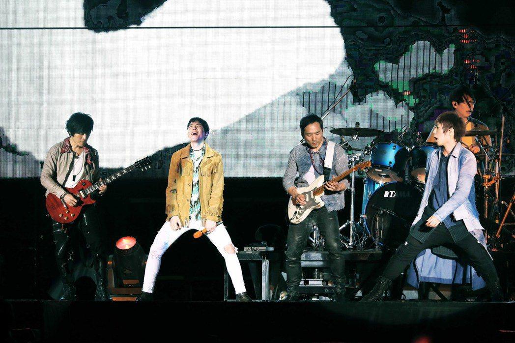 蕭敬騰20日擔任五月天演唱會嘉賓。圖/相信音樂提供