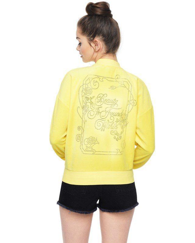 Juicy Couture紅極一時的休閒外套也趕上這波「美女與野獸」熱,重新推出...