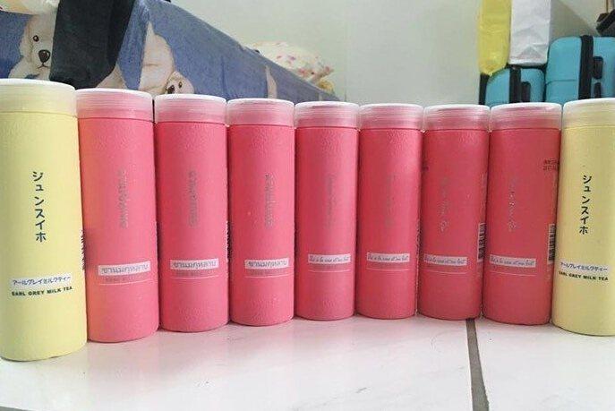 近期「純萃喝」的粉紅奶茶掀起熱潮。圖/翻攝爆廢公社。