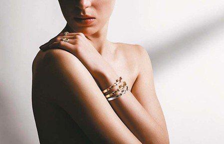 懂得搭配,珠寶更見光采。 圖/GEORG JENSEN提供