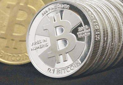 比特幣開發者社群歧見加劇,使這種虛擬貨幣可能一分為二、出現兩種版本的疑慮升高,導...