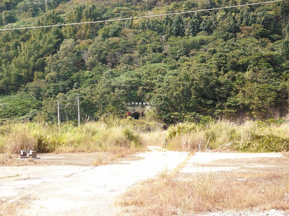 曾文水庫越域引水計畫工程之一,位於高雄那瑪夏區的西隧道已完工,但八八風災後廢棄未...
