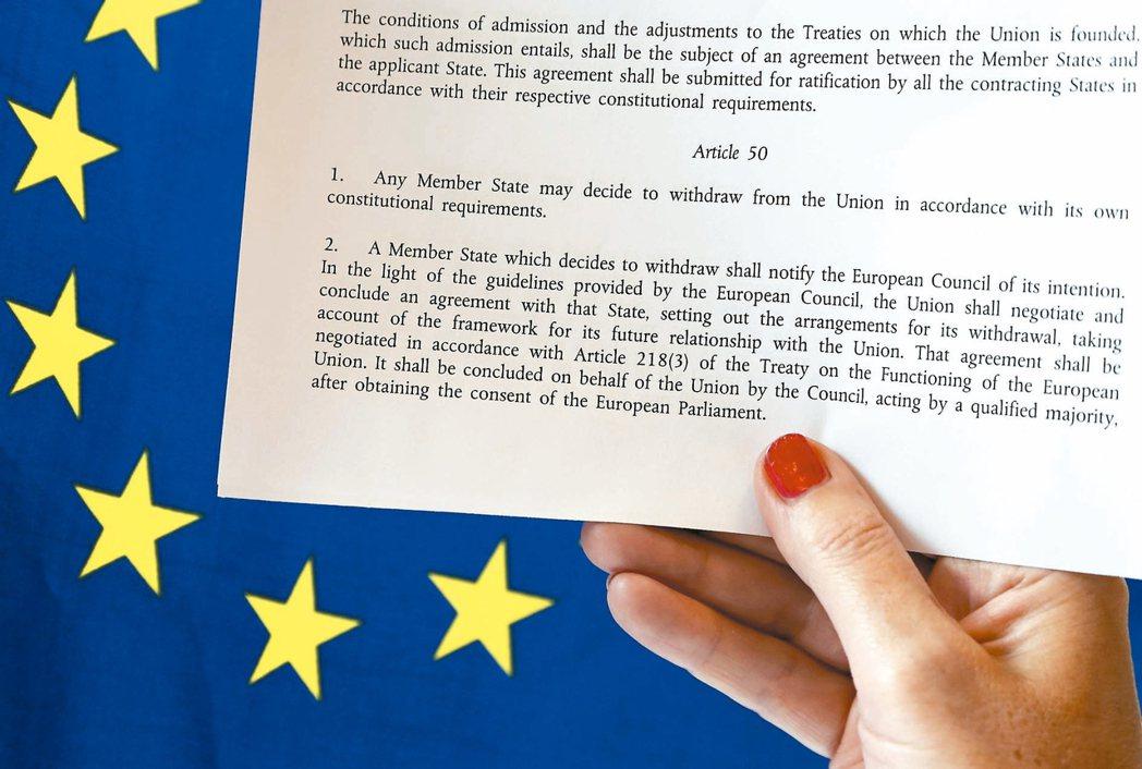 英首相梅伊廿日通知歐盟,將啟動歐盟里斯本條約第五十條脫歐條款。 路透