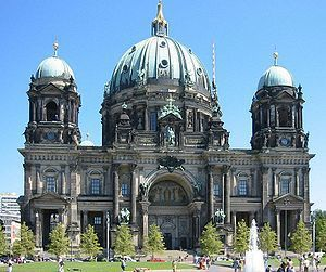 德國柏林教堂未整修,作為戰火摧殘的歷史記憶。 (取自維基)