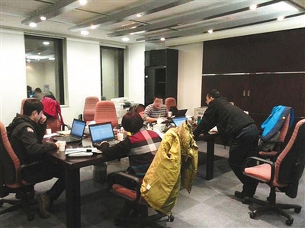 上海一郵品交易市場七家個體戶,利用空殼公司為600餘單位轉移資金逾18億元,虛開...